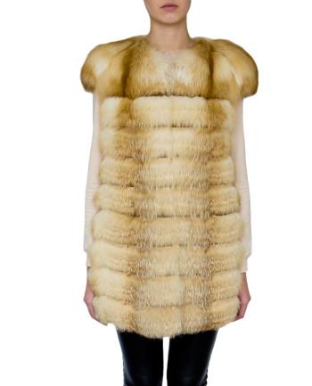 Фото девушки в жилете из меха лисы для фабрики меха и кожи Кроманьон
