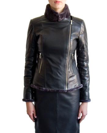 Фото девушки в куртке для фабрики меха и кожи Кроманьон
